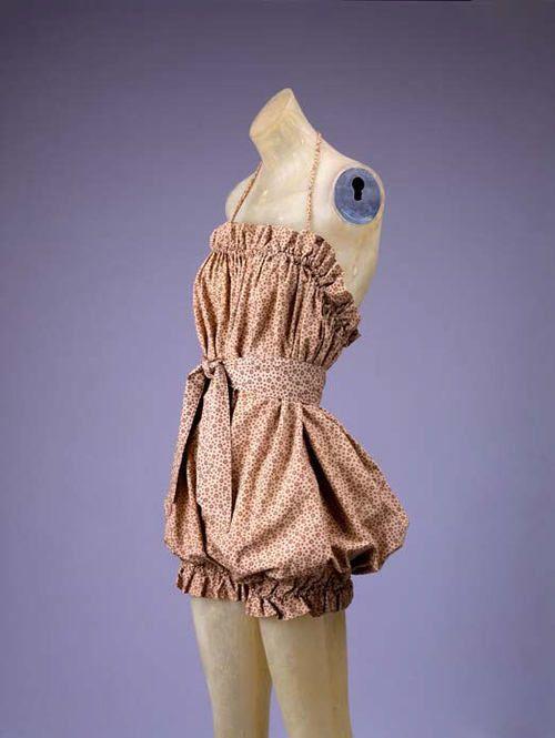 История платья ставшего знаменитым, начинается с Клер Маккарделл